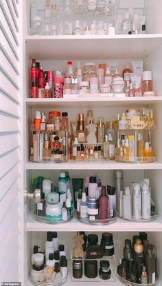 Kendall Jenner's hairstylist shows off her insanely organized at-home beauty clo. - Kendall Jenner's hairstylist shows off her insanely organized at-home beauty closet Bathroom Drawer Organization, Bathroom Drawers, Home Organization, Bathroom Medicine Cabinet, Makeup Vanity Organization, Lingerie Organization, Hair Product Organization, Makeup Vanity Decor, Perfume Organization
