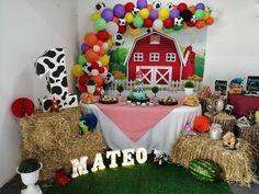Cowboy Birthday Party, Farm Animal Birthday, Cowgirl Party, Birthday Table, Farm Birthday, Birthday Parties, First Birthday Themes, Birthday Party Decorations, Mickey Mouse
