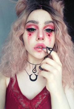 Are you looking for inspiration for your Halloween make-up? Browse around this website for cute Halloween makeup looks. Fairy Makeup, Makeup Art, Makeup Ideas, Men Makeup, Makeup Themes, Devil Makeup, Witch Makeup, Makeup Lips, Clown Makeup