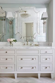 Easy & Creative Bathroom Mirror Ideas to Reflect Your Style Wc ideas Badkamer spiegel Vessel sink bathroom Gäste wc Badezimmer waschtisch Waschtisch diy Glamorous Bathroom, Beautiful Bathrooms, Bad Inspiration, Bathroom Inspiration, Grey Bathrooms, Small Bathroom, Bathroom Ideas, Bathroom Inspo, Budget Bathroom