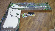 Online veilinghuis Catawiki: Scenery N - Compleet modelbaan in L vorm met 15 wissels, scenery o.a. Station met perron met overkapping, huizen en stadshuizen en veel meer.