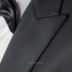 Vi hjelper deg med å finne den riktige smokingen.  menswear.no/dress/smoking-oslo/  #menswear_no #menswear #mensfashion #smoking #skjorte #sløyfe #ull #dress #oslo #bogstadveien #lysaker #tjuvholmen #hegdehaugsveien #dresser #suit #suitup #wool   photo: @katyadonic