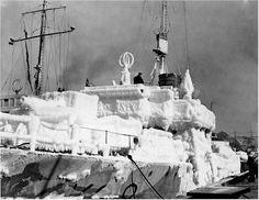 HMCS BRANTFORD K218 Iced