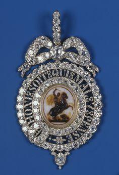 Order of the Garter: Lesser George, Queen Victoria's Sash Badge British Crown Jewels, Royal Jewels, Military Signs, Military Orders, Military Ribbons, Order Of The Garter, Military Dresses, Black Girl Art, Queen Victoria