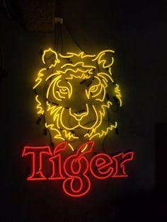 Neon Asian bistro Bo nam Lange Leidsedwarsstraat Amsterdam Display!
