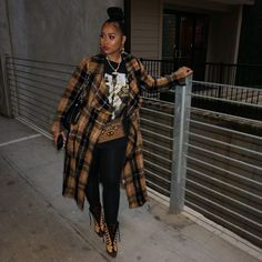 Vintage Hip hop T shirt and leggings from I must I've forgot I had on a cross body bag cause I still have my Chanel on my… Black Girl Fashion, Dope Fashion, Trendy Fashion, Fashion Looks, Fashion Killa, Modest Fashion, Fall Winter Outfits, Autumn Winter Fashion, Dope Outfits