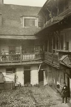 Oxford Arms Inn, Oxford Arms Passage, Warwick Lane, City of London 1875. A&J Bool