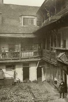 Oxford Arms Inn, Oxford Arms Passage, Warwick Lane, City of London 1875. A& J Bool