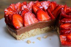 Gluten and dairy free cheesecake chelsea winter fb Gluten Free Baking, Gluten Free Desserts, Dairy Free Recipes, Vegan Desserts, Dairy Free Cheesecake, Cheesecake Recipes, Dessert Recipes, Strawberry Cheesecake, Chocolate Cheesecake