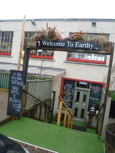 Earthy Foods - Edinburgh's coolest place to buy and eat fresh foods; fresh, local, seasonal, organic