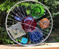 Garden art, very creative. Garden Totems, Glass Garden Art, Glass Art, Recycled Garden Art, Garden Crafts, Garden Ideas, Bicycle Art, Bicycle Rims, Bicycle Wheel