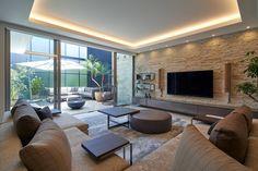 CASE678 K邸(社長の邸宅) House Ceiling Design, Ceiling Design Living Room, Modern Exterior House Designs, Home Interior Design, Simple House Design, Modern House Design, Home Living Room, Living Room Decor, Morden House