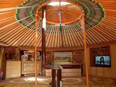 Фото дня: интерьер современной монгольской юрты
