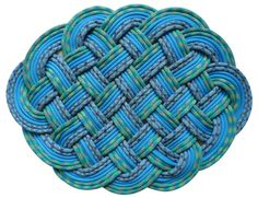 How To Tie An Ocean Plait Mat Http Itstac Tc 1sqzfac Awesome Diy Projects Pinterest More Plaits And Paracord Ideas