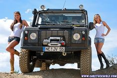 2_defender_girls_stuck_in_mud_002.jpg 850×567 pixels