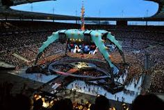 U2 360 degrees stage set, Willie Williams and Mark Fisher