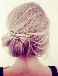 messy updo for thin hair with pearl acessories updos for thin hair