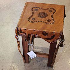 Banco de couro artesanal. Da Paraíba direto para a sua casa!|Veja onde adquirir nossas peças em http://www.fuchic.com.br/#!enderecosfuchic/cq3z  //   Stool of handmade leather. From Paraiba to your home! | See where to get our products: http://www.fuchic.com.br/#!enderecosfuchic/cq3z  #fuchic #nafuchictem #lojafuchic #fuchicjardins #bairrodosjardins #sãopaulo #couro #paraíba #decoração #móveis #artepopular #artepopularbrasileira #brasil #brazil #handmade