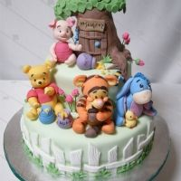 Baby Pooh and friends cake.