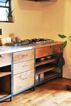 Japanese houses can be tiny, and also kitchen areas in Japanese apartments can be a lot smaller than what you are used to at home. Below are some low-cost ideas for organizing a tiny Japanese kitchen area. Choose your Japanese kitchen ideas right here. Industrial Kitchen Design, Vintage Industrial Decor, Industrial Furniture, Kitchen Furniture, Kitchen Interior, New Kitchen, Kitchen Decor, Furniture Design, Kitchen Ideas