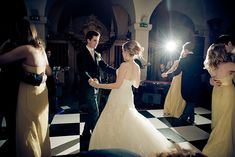 If you shoot weddings or events you'll want to read this article on how to use a speedlight effectively to get the best lighting in tricky situations. Informations About How to Use a Speedlight at Wed Flash Photography Tips, Wedding Photography Tips, Wedding Photography Inspiration, Event Photography, Light Photography, Photography Lessons, Photography Editing, Wedding Events, Fotografia