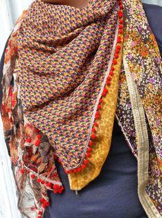 eea53b7db353 Découvrez le tuto en image des tissus du chien Vert pour réaliser ce  foulard carré hyper tendance, vous allez voir, c est un exercice couture  plutôt simple ...