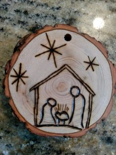 Christmas DIY: Rustic Manger wood b Rustic Manger wood burned Christmas ornament - natural wood Wood Slice Crafts, Wood Burning Crafts, Wood Burning Patterns, Wood Burning Art, Wood Crafts, Diy Wood, Rustic Wood, Wood Wood, Diy Christmas Ornaments