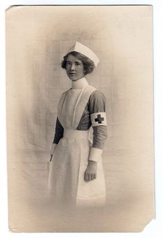 Vintage Pictures, Old Pictures, Vintage Images, Funny Pictures, History Of Nursing, Medical History, Vintage Nurse, Vintage Medical, Nursing Pictures