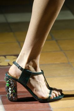 Lanvin Spring 2014 Ready-to-Wear Collection Slideshow on Style.com #jewelry #green #sandals