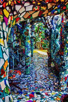 hippy room 515732594813518187 - Mosaic tile house – Venice, California Source by Mosaic Garden, Mosaic Art, Mosaic Glass, Mosaic Tiles, Garden Art, Stained Glass, Tiling, Venice California, Architecture