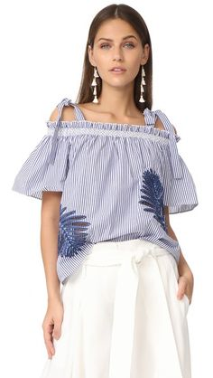 ¡Consigue este tipo de top hombros descubiertos de Tanya Taylor ahora! Haz clic para ver los detalles. Envíos gratis a toda España. Tanya Taylor Menswear Becca Palm Top: This striped Tanya Taylor top is detailed with cutwork palm-leaf designs. Breezy, off-shoulder silhouette with tie shoulder straps and short sleeves. Fabric: Shirting. 100% cotton. Dry clean. Imported, China. Measurements Length: 19.25in / 49cm, from center back Measurements from size 4 (top hombros descubiertos, sin…