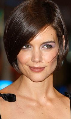 Katie Holmess Short Hairstyle At The Valkyrie Film Premiere, 2009