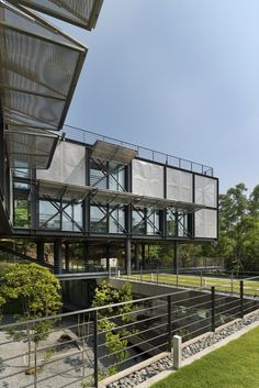 Gallery of Cantilever House / Design Unit Sdn Bhd - 15