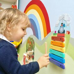 Unique rail track rings a musical tune to teach and entertain your little one with their first musical! Oribels VertiPlay range of wall toys transforms plain walls into an interactive experience. Its easy to peel and stick these wall toys on any smooth wall.