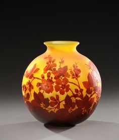 Round, enlarged middle vase in cameo glass with acid etched apple blossom.Signed «Gallé». Circa 1900.