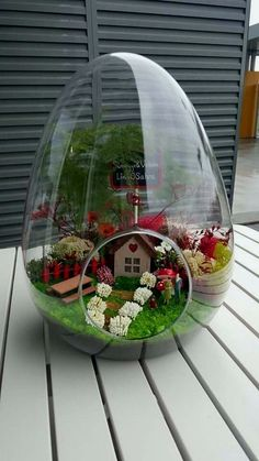26 amazing diy mini terrarium garden projects and ideas 11 Mini Terrarium, Fairy Terrarium, Terrarium Plants, Succulent Terrarium, Succulents Garden, Terrarium Wedding, Indoor Fairy Gardens, Mini Fairy Garden, Fairy Garden Houses