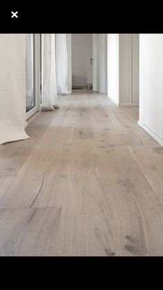 Podłoga You are in the right place about floor tile brown Here we offer you the most beautiful pictures about the floor tile italian you are looking for. When you examine the Podłoga part of the pictu Vinyl Plank Flooring, Timber Flooring, Timber Tiles, Hardwood Floor Colors, Hardwood Floors, Wood Effect Floor Tiles, Style At Home, Rustic Italian Decor, White Oak Floors
