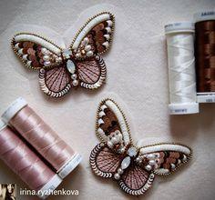 @Regranned from @irina.ryzhenkova - Мне кажется самые красивые фото когда вышивка ещё на раме . Там все волшебно . А теперь приходится колдовать со снимками. Не скоро буду ✏✂☕ #пудровый#бабочки#иниточки