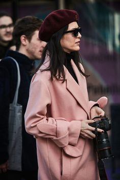 Chic spring coat for women, pink coat for women, chic spring outfit Pink Coats For Women, Hats For Women, Clothes For Women, Classy Outfits, Trendy Outfits, Fashion Outfits, Womens Fashion, French Fashion, Covet Fashion
