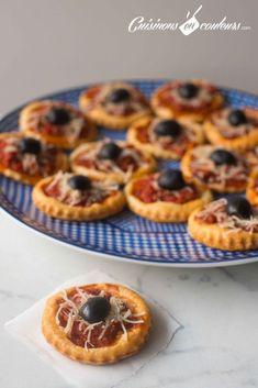 La pizza feuilletée, c'est une recette que l'on voit beaucoup au Maroc. Ce sont des petites pizzas faites à base de pâte feuilletée (oui, oui, si nos amis italiens voyez ça… ce serait du blasphème :p). Elles peuvent être au thon, aux crevettes, à la viande hachée… et elles sont souvent surmontée d'un morceau d'oliveRead More