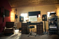 Awesome wooden Studio, Peter Miles @ GS.