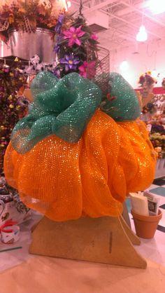 Mesh Pumpkin Wreath...Robin Evans