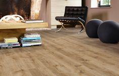 Deze warme gelige rustieke pvc vloer heeft een voelbare structuur