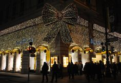 Christmas lights in Vienna are just stunning! #christmas #lighting #lights #vienna #wien