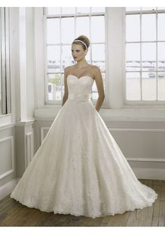 Beautiful Luxury Lace Sweetheart Ball Gown Wedding Dress