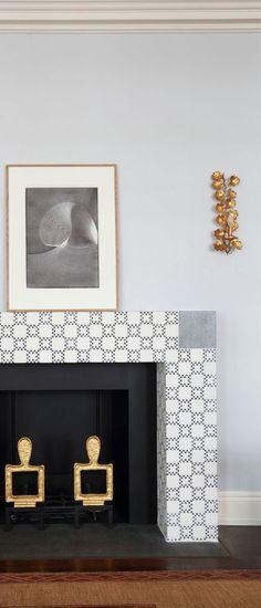 Appartements | Laurent Bourgois et Caroline Sarkozy Laurent, Bathroom Lighting, Mirror, Furniture, Design, Home Decor, Apartments, Bathroom Light Fittings, Bathroom Vanity Lighting