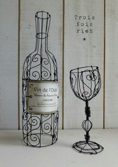 Discover thousands of images about Le vin de l'oubli, bouteille fil de fer, verre fil de fer, wire bottle and wire glass Wire Crafts, Metal Crafts, Diy And Crafts, 3d Drawing Pen, 3d Pen, Boli 3d, Sculptures Sur Fil, Stylo 3d, Art Fil