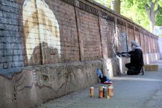 Die Sprayer können eine 150 Meter lange Mauer in Angriff nehmen