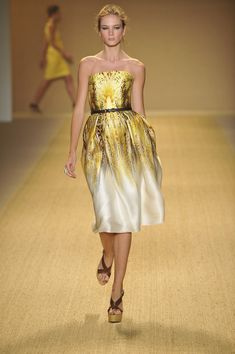 Monique Lhuillier at New York Fashion Week Spring 2009 - Runway Photos Runway Fashion, Fashion Art, Strapless Dress Formal, Formal Dresses, Asymmetrical Tops, Monique Lhuillier, Silk Dress, Catwalk, My Style
