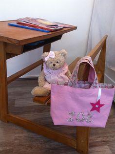 Zoé va pouvoir jouer comme une grande... :) http://www.alittlemarket.com/sacs-enfants/fr_sac_tote_bag_petite_fille_liberty_rose_-15559463.html